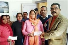 industry minister distributed the cheques to helpless families in paragpur