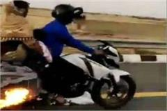 a fire in a bike running on the lucknow agra expressway