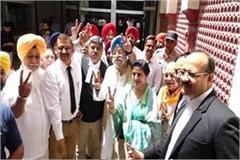 bjp nominee hardeep puri filed nomination papers for amritsar
