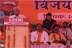dalit bjp leader ram ratan s tears on cm s platform