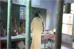 bsp supremo mayawati voted in lucknow montessori school