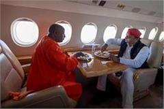 akhilesh feeding the yogi