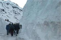 8 centimeter fresh snowfall in rohtang pass