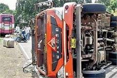truck collision collapses bus workers injures many passengers