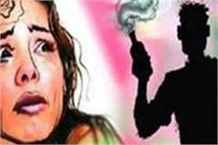 receiving notice of divorce angry husband throws acid on wife