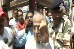 bjp senior leader murli manohar joshi voted in varanasi