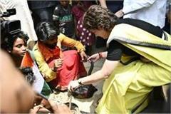 priyanka gandhi caught in a snake