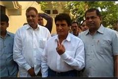 raj babbar polled in agra