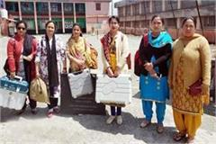 2 women parties depart to polling stations