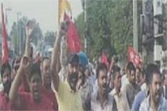 after failure of mission fatehveer people protest against deputy commissioner