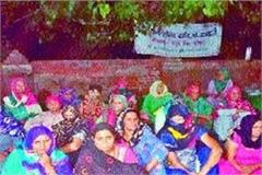 farmers protest against demand for increase in land compensation amount