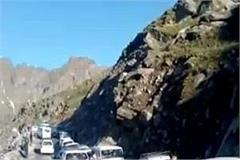 rohtang roaming tourists on permit for lahaul spiti