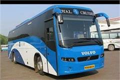 passengers please note that will not move now 33 volvo and scania bus