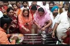 actress jaya prada who visited the ancient shiva temple