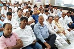 traders protested under the banner of cotton mil association