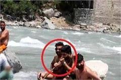 kullu in in the middle river make drunker