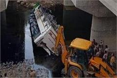 the bus falls into the drain due to the driver s sleep