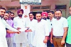 guest teachers give memorandum to mla calls for raising