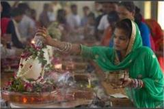 savan shivratri today mass wreath of shiva devotees on pagoda