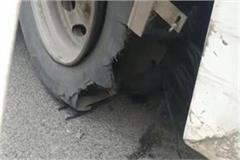 agra lucknow expressway cracked bus tire