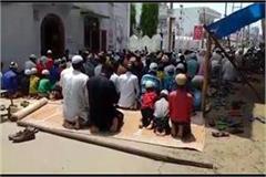 in buldshahnr hanuman chalisa on the road and read namaz  video viral