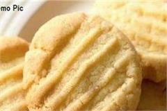 firm asked to pay rs1 lakh after cigar piece found in biscuit