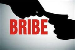 farmer seizes rs 5000 bribe lokayukta team shields hands