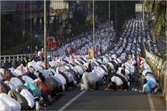 avoid praying on the road muslim personal law board