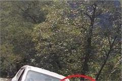 500 meters in deep ditch in kullu hanging car