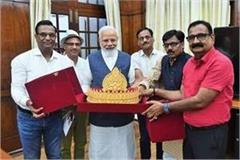 journalist arvind singh donates 1 5kg gold crown