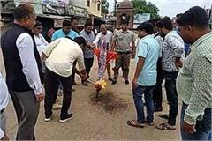 youth congress blast up cm s effigy