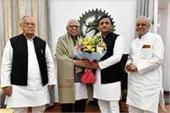 ram naik is honored by former chief minister akhilesh yadav