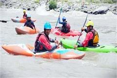30 new trainee are learning the nuances of rafting