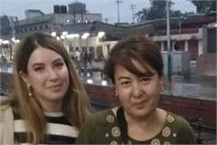 tte gets 3 foreign women off the train
