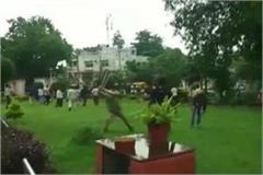 police lathi charged drivers protesting against cab company