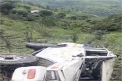 accident bolero falls into deep ditch