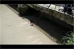 head constable s wife jumped into the canal with children