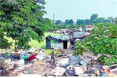slum dwellers engaged in polluting yamuna
