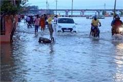 ganga yamuna rise in water level panic in low lying areas