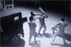 two policemen kicked and punched on the road