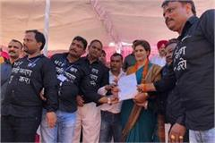 priyanka met the workers of rail coach factory