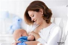 mother s milk protects the newborn from the risk of pneumonia and diarrhea