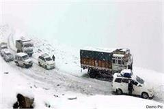 half foot of fresh snowfall on chamba pangi road
