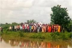 200 people threatened to take water samadhi in barwani