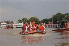 cm yogi met flood victims