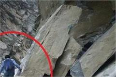nh 5 blocked by rock fall from hill in kinnaur