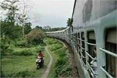 a young man threw the child out of train