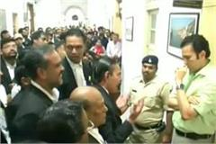 advocate in protest against new building of indore district court