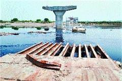yamuna water landed destruction under construction bridge