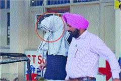 head constable caught red handed taking bribe arrested